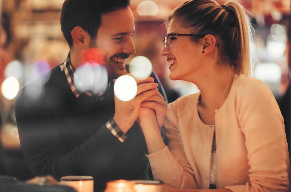 Dating: Hidden Signs Women Send and Men Don't Understand