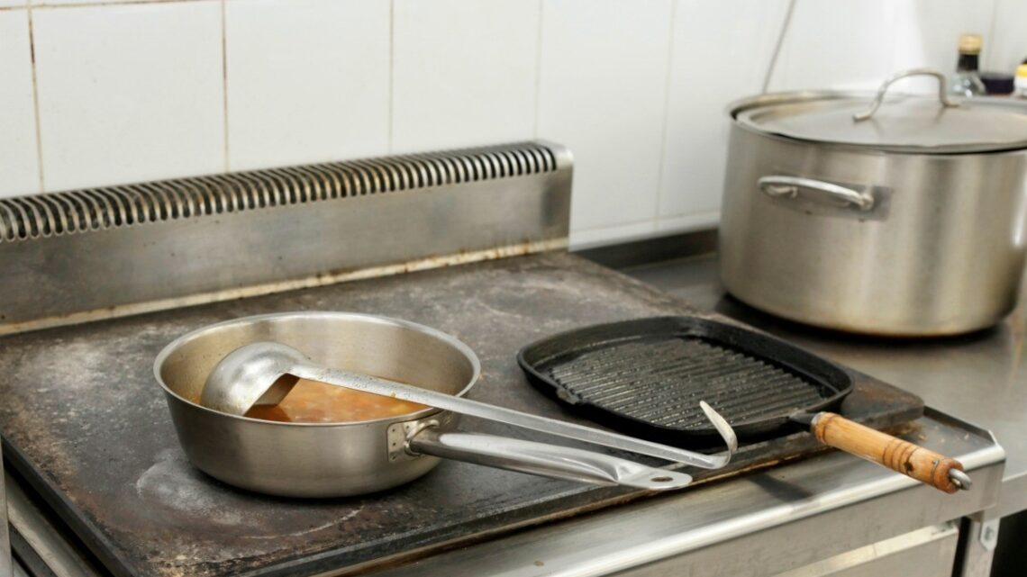 7 Tips For Preventing Grease Buildup in Your Commercial Kitchen – 2020 Guide